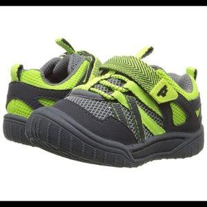 New -Sz 5T OshKosh B'gosh Bumptoe Sneaker
